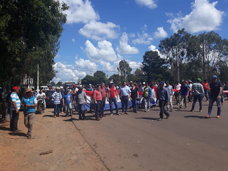 Productores de yerba mate del Guaira y Caazapa siguen con su medida de protesta