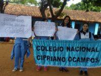 Alumnos del Colegio Cipriano Ocampos iniciaron una sentata en la institución