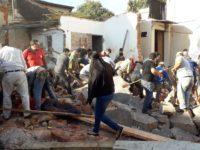 Pared antigua se derrumba sobre cuatro obreros