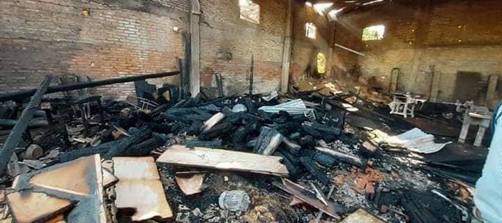 Una carpintería se incendió y quedan 13 personas sin trabajo en el barrio San Miguel de Villarrica.