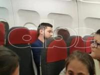 """""""Vende patria"""", """"bandido"""" y """"asesorete"""": Así escracharon a """"Joselo"""" en vuelo camino a Paraguay"""