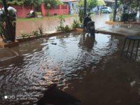 Calle Aquidabán del barrio Yvaroty también bajo agua