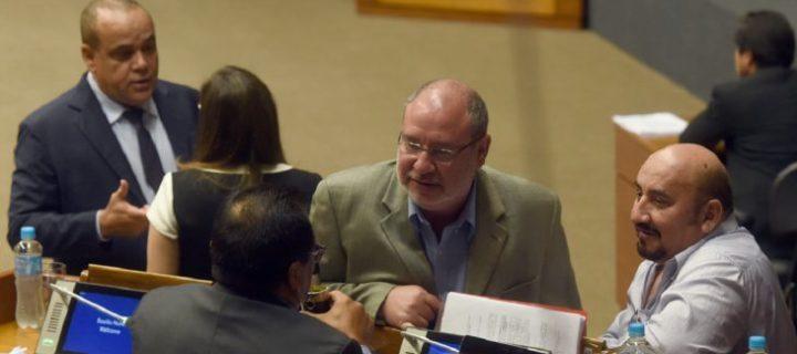 Colorados destrozan proyecto de financiamiento para evitar control