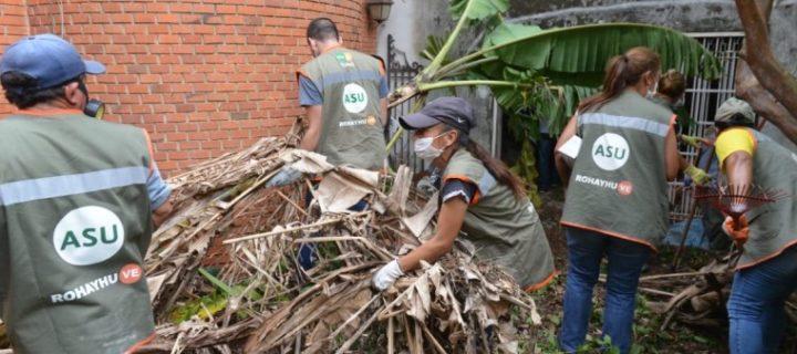 Retiran 20.000 kilos de basura de casa abandonada
