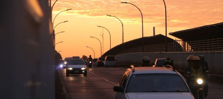 Unos 5 mil paraguayos ingresaron el lunes por el Puente de la Amistad