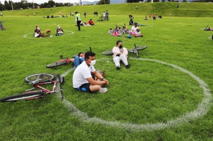 Bogotanos llenan parques y ciclovías tras más de cinco meses de cuarentena