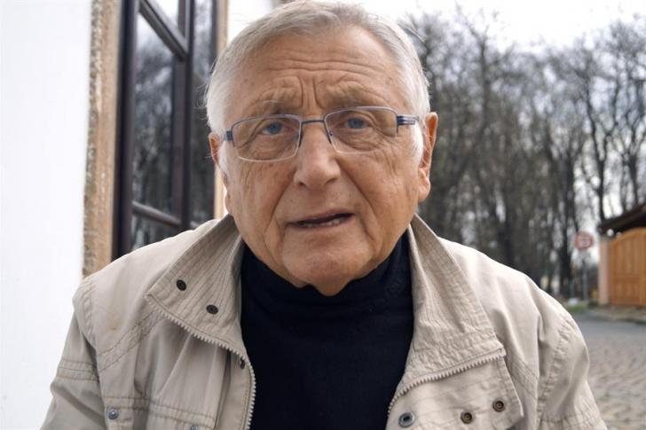 El cineasta checo Jiri Menzel, ganador de un Oscar, muere a los 82 años