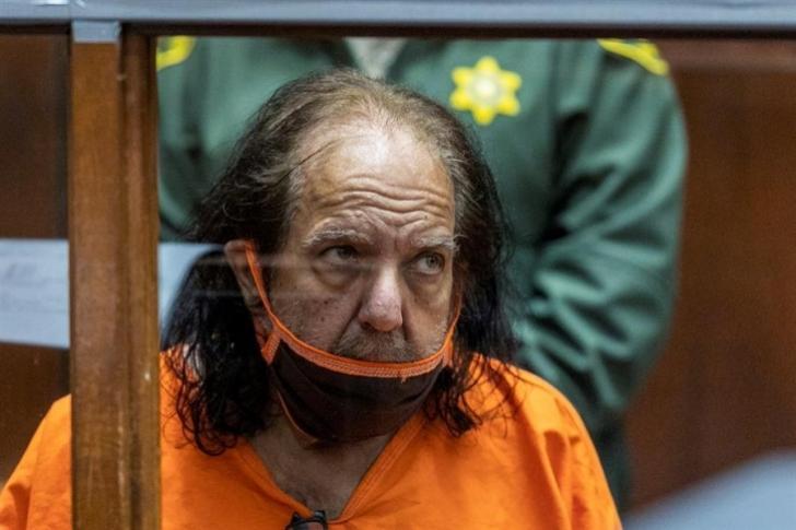 Piden 330 años de prisión para el actor porno Ron Jeremy por 30 delitos sexuales