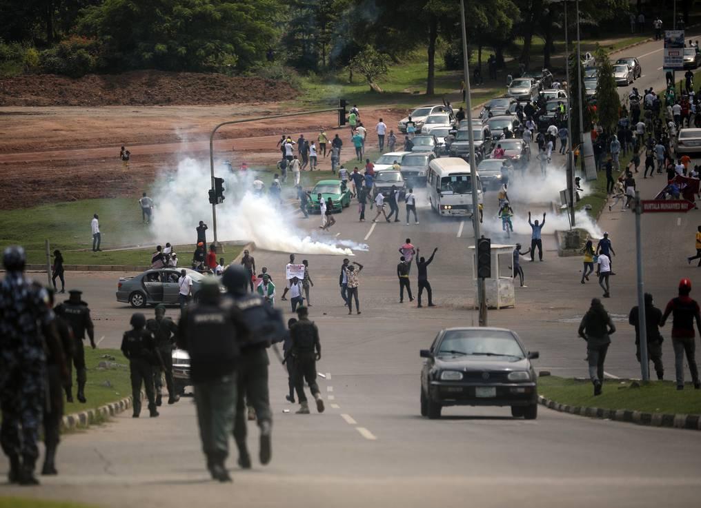 Lagos impone un toque de queda tras incidentes en manifestaciones