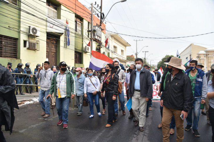 Campesinos vuelven a manifestarse y reclaman incumplimiento de acuerdos