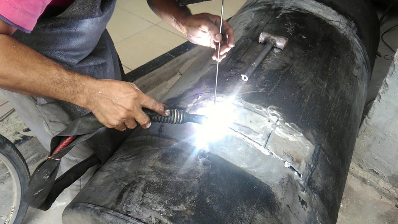 Villarrica: Explosión de tanque de combustible en tornería deja un herido grave.