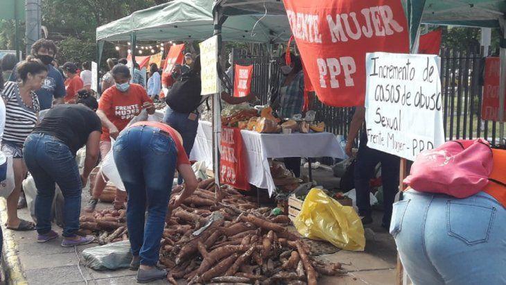 Donan más de 10.000 kilos de producción como acto en Día de la Mujer Paraguaya