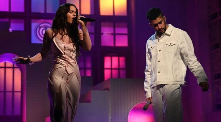 Bad Bunny y Rosalía revolucionan «Saturday Night Live» cantando en español