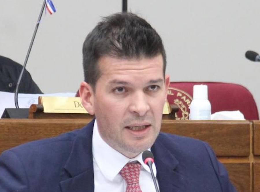 """Senador considera """"vergonzoso"""" lo ocurrido con Gusinky y pide su salida"""