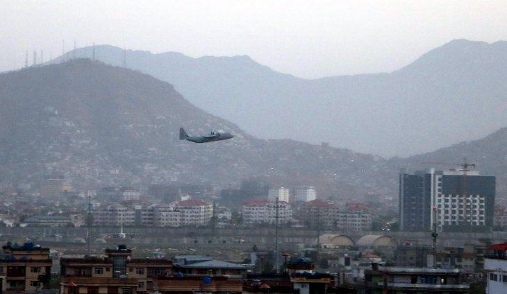 Aumentan a 95 los muertos en el doble atentado en el aeropuerto de Kabul
