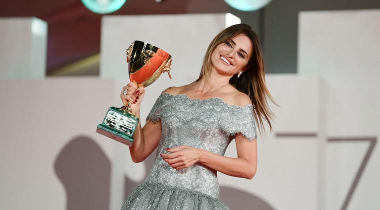 La española Penélope Cruz, premio a la mejor actriz en el Festival de Venecia